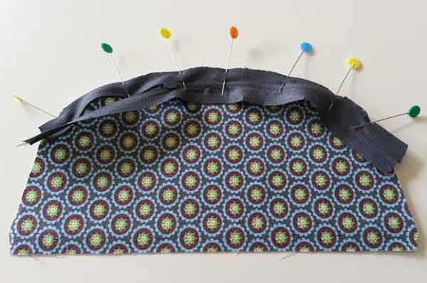 cosmetic_bag_attaching_zipper